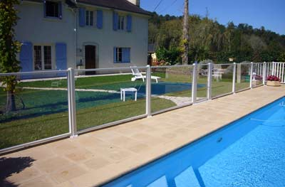 Loi pour barrieres de piscines barri res protection au for Barrieres de protection pour piscine