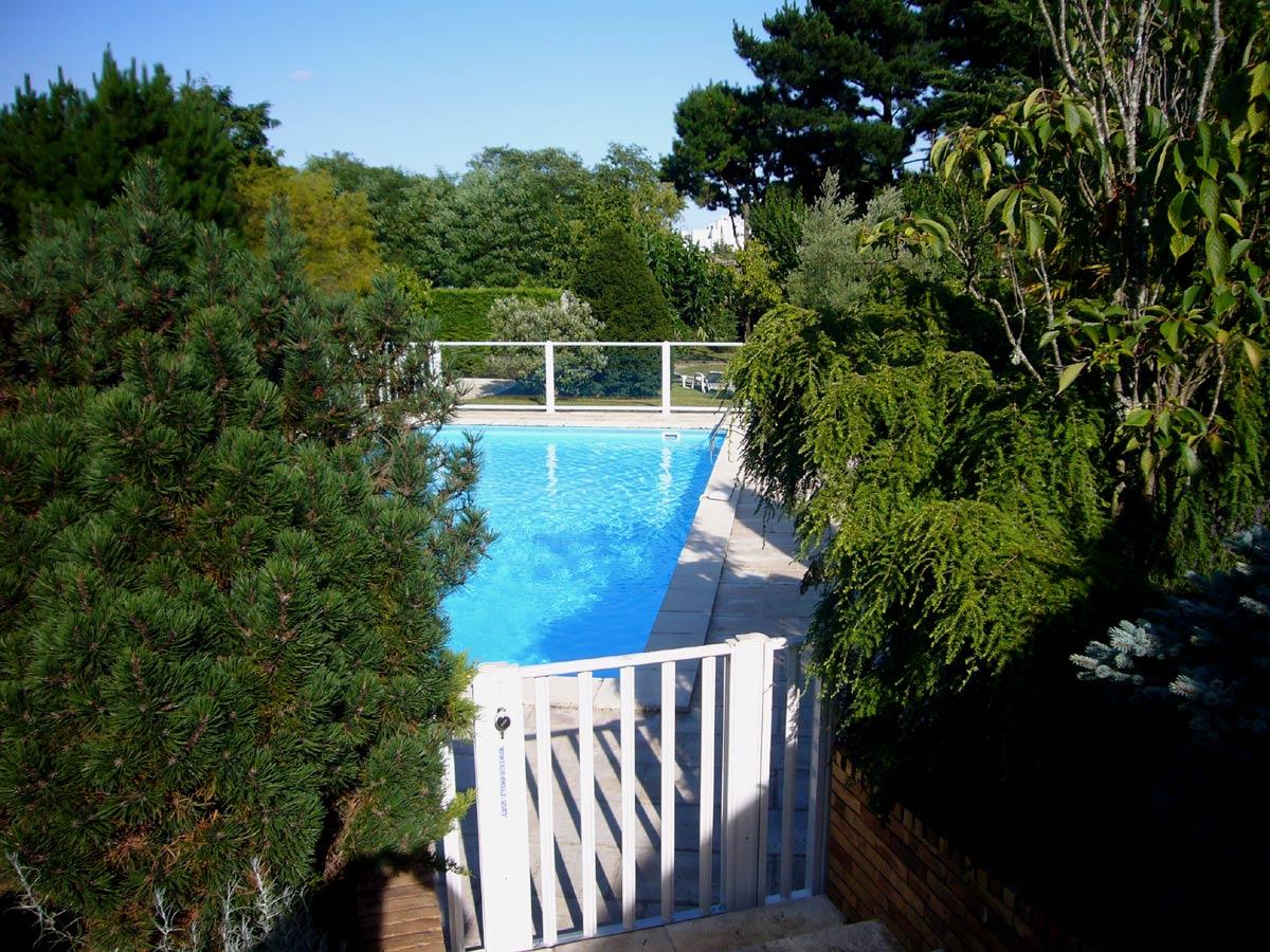 la serrure d 39 un portillon de barri re de piscine avec les points forts des barrieres piscines. Black Bedroom Furniture Sets. Home Design Ideas