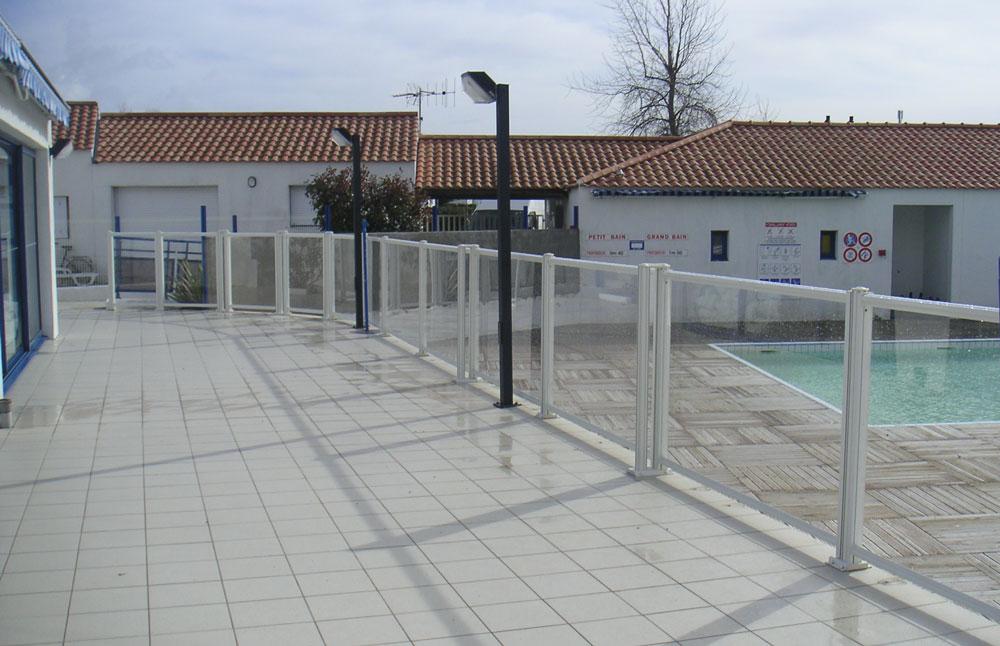 la page photo 207 barrieres piscines com barrieres de piscine barrieres piscine barri res. Black Bedroom Furniture Sets. Home Design Ideas