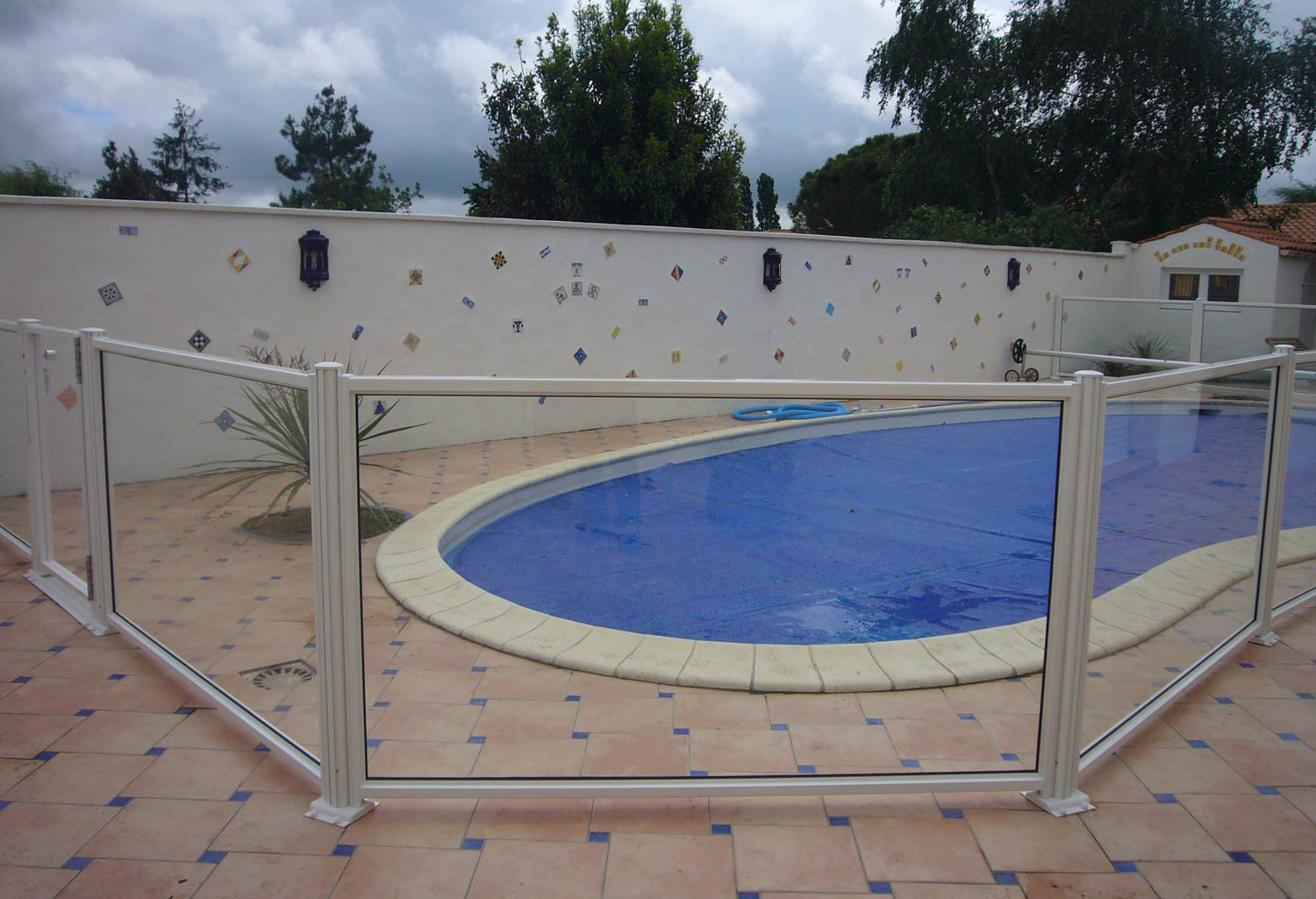 Barriere de piscine barri re piscine inox peint et verre - Verre recycle pour filtre piscine ...