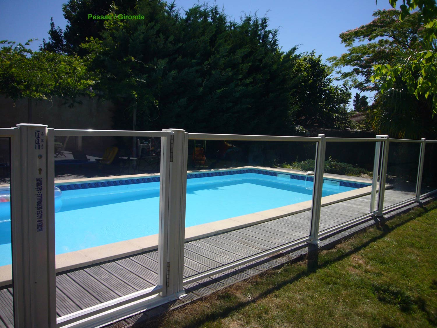 Barriere piscine awesome piscine sous terrasse amovible for Piscine particulier prix